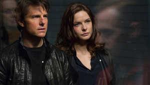 توم كروز وريبيكا فيرغسون في لقطة من الفيلم