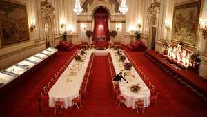 تجول داخل قصر باكنغهام مثل الشخصيات المهمة في لندن.. وتذوق الزبدة المختومة بتاج ملكي