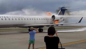 شاهد كيف اشتعل الحريق بهذه الطائرة بعد هبوطها!