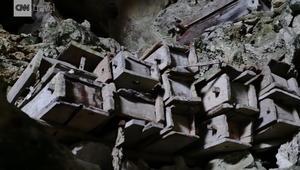 مستكشف بمهمة غريبة: تتبع نعوش معلقة بجبال الصين