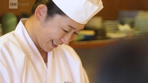 ما الفرق بين تناول السوشي من يد امرأة أو رجل؟