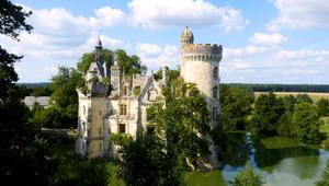 امتلكها نبلاء وتعرضت لحريقين..هذه قلعة فرنسا المنسية
