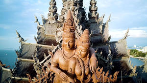 داخل هذه الأعجوبة الخشبية بتايلاند