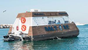 المطعم العائم في دبي يطوف وسط مياه البحر!
