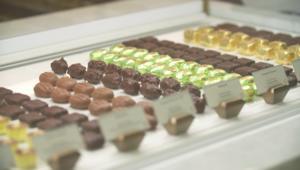 فقط في دبي.. 750 نوع من الشوكولاتة تحت سقف واحد!