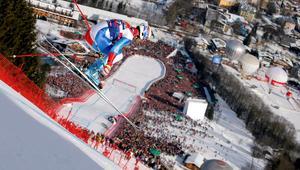 شاهد أحد أخطر سباقات التزلج على أشهر منحدر جليدي