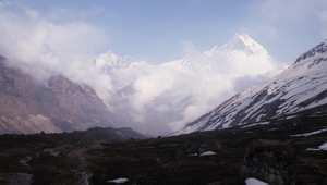 """بالفيديو: استكشف """"جبهة السماء"""".. عجائب جبال الهيمالايا في نيبال"""