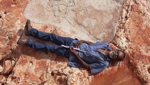 لن تصدق حجم أكبر أثر لقدم ديناصور!