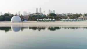 على شاطئ دبي في فصل الصيف.. درجات الحرارة تصل إلى 9 درجات مئوية!