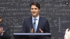 رئيس الوزراء الكندي يذهل الجمهور بحديثه عن الحواسيب الكمية