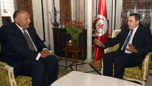 ما الجديد بأزمة آلاف المصريين العالقين على الحدود بين ليبيا وتونس؟
