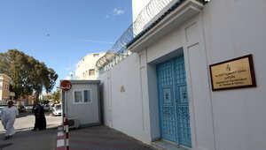 تونس تؤكد اقتحام مسلحين ليبيين قنصليتها بطرابلس واختطاف 10 دبلوماسيين