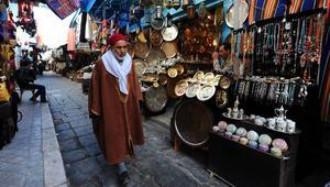 سبّبت احتجاجات واسعة.. ضريبة تونسية تهدّد البلاد بفقدان السياح الجزائريين
