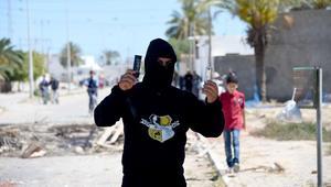 الداخلية التونسية تتهم محتجين باستخدام المولوتوف وإلقاء سيارة أمنية في البحر