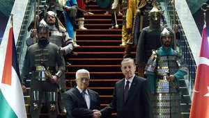 هل هي رسالة من إردوغان؟... حرس استقبال عباس يستلهم ماضي الدول التركية وآخرها الإمبراطورية العثمانية