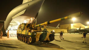 قوات تركية إضافية تصل قطر وتميم يعرض المساعدة بفيضانات اسطنبول