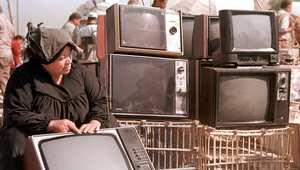 بعد ذلك، استقبل العالم الاختراع الجديد: التلفزيون، وانتشرت أقاويل بشأن استبدال غرفة الصف الكامل بجهاز تلفزيون، خصوصا وأن معظم الطلاب في تلك الفترة كانوا يفضلون متابعة المحاضرات عبر الشاشة بدلا من الأستاذ أو المحاضر.