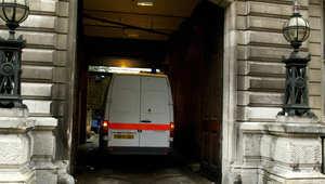 """محكمة بريطانية تجيز تسليم مشتبه بالإرهاب مصاب بـ""""الفصام"""" إلى أمريكا"""