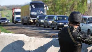 أوكرانيا.. مسلحون يحتجزون حافلة تقل مراقبين أوروبيين في سلافيانسك