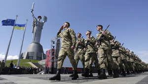 """أوكرانيا تعرض """"جنديين روسيين أسيرين"""" ولافروف يتهم كييف بـ""""التهرب"""" من الحوار"""