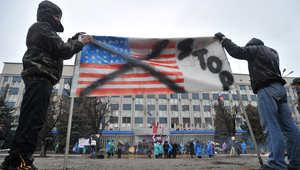 مؤيدون لروسيا يتظاهرون في شرق أوكرانيا وينددون بتدخل الولايات المتحدة