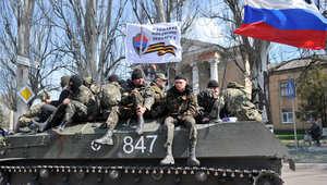 علم روسي على دبابة في سلافيانسك شرق أوكرانيا