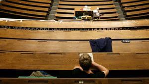 """فضيحة """"الجنس مقابل النقط"""".. باحث اجتماعي: الظاهرة متفشية لدى بعض الأساتذة بالمغرب"""
