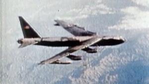 """القنابل العنقودية .. تركة """"حرب أمريكا السرية"""""""