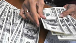 الجنيه يتأرجح أمام الدولار مع أنباء استقالة محافظ المركزي