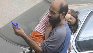 """حملة تبرعات تجمع أكثر من 75 ألف دولار لـ""""بائع الأقلام"""" السوري في 24 ساعة"""