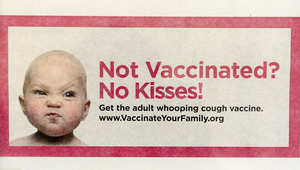 ملصق دعائي للترويج للتطعيم من السعال الديكي