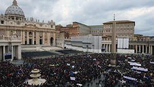 ميدان سانت بيتر وسط الفاتيكان