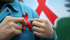 """لا يقضي على الفيروس.. وزارة الصحة المغربية تعلن تسويق دواء """"يُعالج"""" الإيدز"""