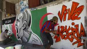 """شباب من غزة يرسمون شعار """"فيفا لالجيري"""" بالغرافيتي بمناسبة مباراة الجزائر وروسيا"""