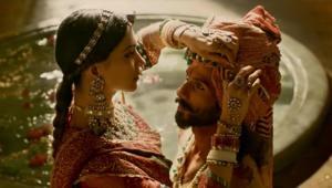 """قصة حب ملكة هندوسية وملك مسلم تثير جدلا بالهند.. هذا فيلم """"بادامافات"""""""