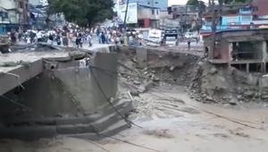 شاهد.. كارثة انهيار أرضي تقتل أكثر من 100 شخص