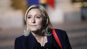 """مارين لوبان: """"كلنتون ستكون حربا ودمارا وصراعاً عالمياً"""""""