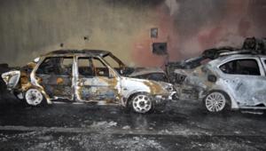 شاهد.. طابور من السيارات المتصادمة تحترق في الصين