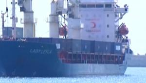 شاهد لحظة وصول سفينة المساعدات التركية إلى غزة