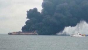 ناقلة نفط إيرانية تحترق قبالة الصين وفقدان 30 بحارا