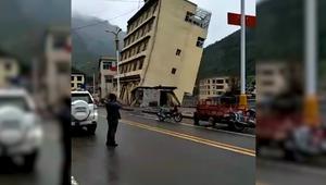 شاهد.. انهيار مبنى وغرق مناطق في التيبت بسبب فيضانات