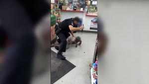 كاميرا توثق ضرب شرطي لمشردّة بهراوة أثناء اعتقالها