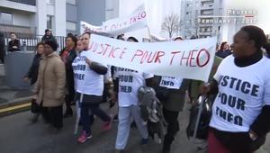 مظاهرات تشتعل في ضواحي باريس بعد اتهام شرطي باغتصاب شاب أسود بعصا