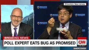 خبير استطلاعات رأي يأكل حشرة بسبب ترامب