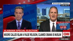 شاهد: مذيع CNN يحرج مسؤولا أمريكيا يرفض وجود مسلمين بالكونغرس