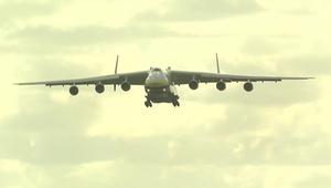 من زمن الحرب الباردة.. أكبر طائرة في العالم تصل أستراليا
