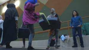 """بالفيديو: مسلمات أمريكا يتعلمن الدفاع عن النفسبعد موجة """"الإسلاموفوبيا"""" بالغرب"""