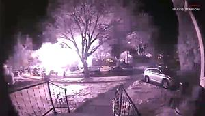 شاهد.. كاميرا توثق لحظة انفجار ضخم بمنزل.. ما السبب؟
