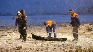 """عمليات البحث في مدرج المطار الذي سقطت فيه طائرة """"فلاي دبي"""""""