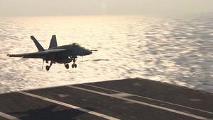 شاهد.. عرض للقوة العسكرية من على أكبر آلة حربية أمريكية